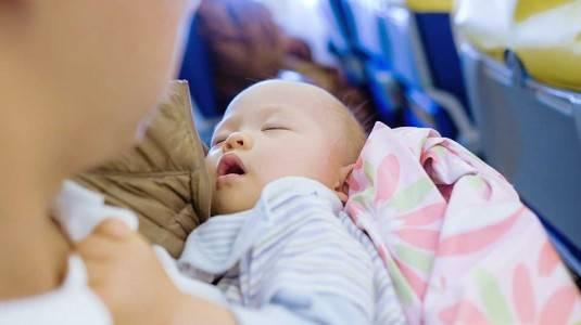 Bagaimana Jika Bayi Menangis saat Naik Pesawat?