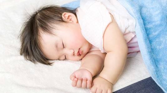 Kenapa si Kecil Sudah Tidak Mau Tidur di Ayunan?