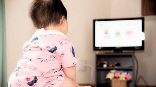 Jangan Memberikan TV atau Gadget pada Anak sebelum Waktunya