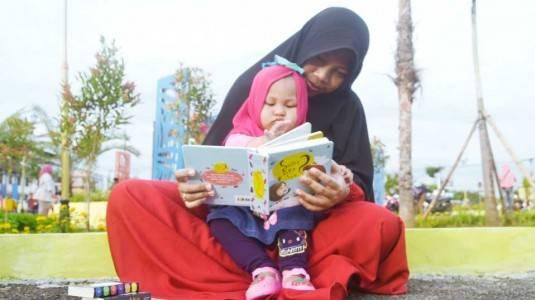 Segudang Manfaat Membiasakan Anak Membaca Buku sejak Dini