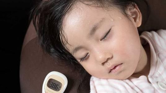 Waspada Kejang Saat Anak Demam Tinggi