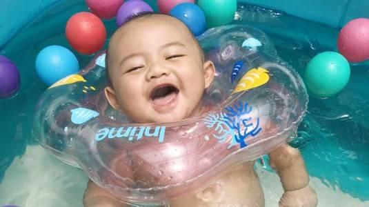 Mengenalkan Berenang Sejak Dini