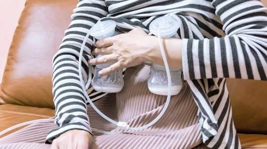 Seberapa Penting Pompa ASI untuk Full Time Mom?