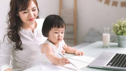 Kiat Mengajarkan Anak Menulis Ala Mom Rena Husada