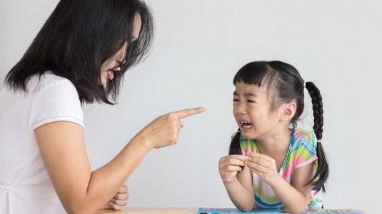 Hindari Hal Ini saat Menerapkan Disiplin pada Anak