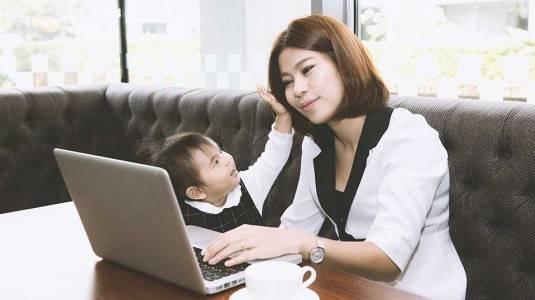 Tetap Dekat dengan Anak walau Harus Bekerja