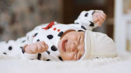 Tangisan Normal pada Bayi vs Kolik
