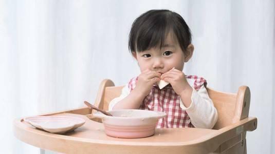 Membiasakan Anak Disiplin dan Mandiri saat Makan