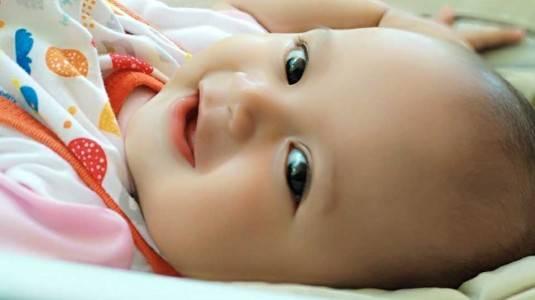 Tips Menjaga Kelembapan Kulit Bayi