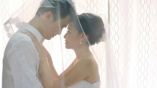 Pernikahan Tetap Romantis meski Terpaut Usia yang Jauh