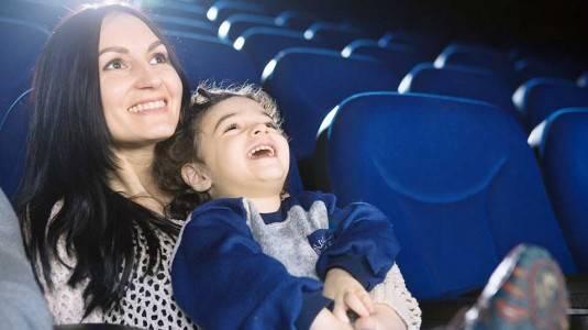 Tips Membawa Anak ke Bioskop (Usia Batita, 0-3 Tahun)