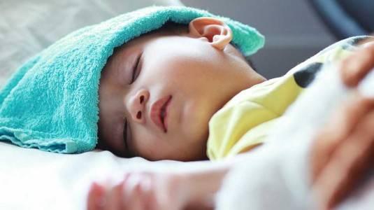 Jangan Panik! Berikut 5 Cara Alami Untuk Menurunkan Demam Anak