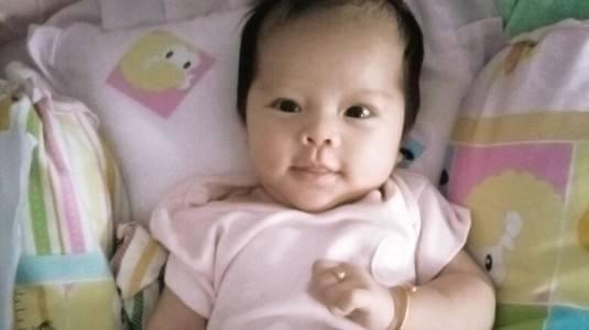 Perlukah Newborn Baby Pakai Minyak Telon dan Bedak Tabur?