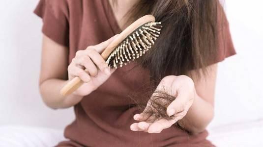 Cara Menumbuhkan Kembali Rambut Rontok Setelah Melahirkan