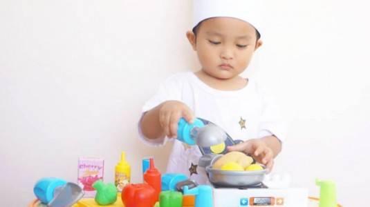 Semua Anak Boleh Main Masak-masakan?