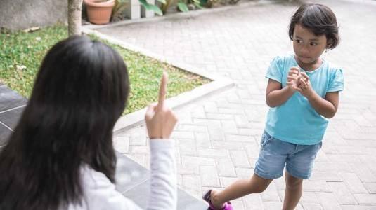 Menegur Anak Orang Lain, Yes or No?