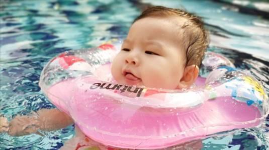 Berenang Dapat Membantu Perkembangan Anak