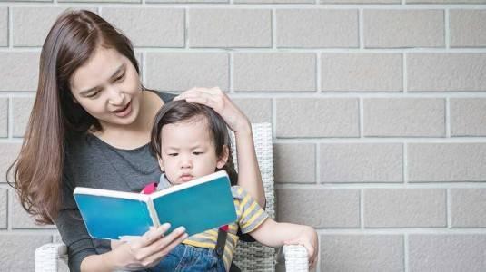 Tips Mengenalkan Buku pada Anak