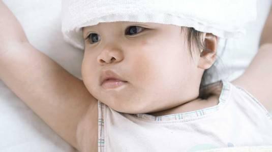 5 Cara Menurunkan Panas pada Anak Paling Efektif