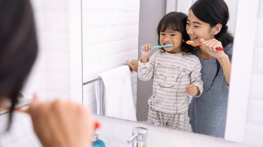 Tips Membuat Rutinitas Sikat Gigi Jadi Hal Menyenangkan untuk Anak
