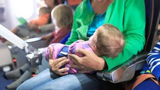Pengalaman Naik Pesawat Dengan Bayi 2 Bulanan