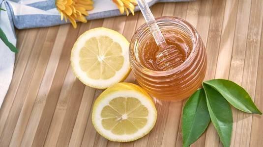 Menjaga Kesehatan dengan Madu dan Lemon