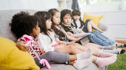 Baik Buruknya Penggunaan Gadget pada Anak