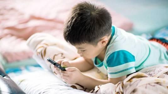 Waspadai Dampak Buruk Gadget pada Anak