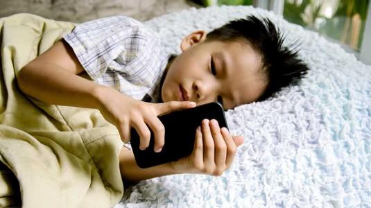 Melarang Anak Bermain Gadget? Benar Gak Ya?