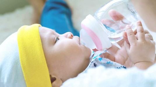Bahaya Air Putih Pada Bayi Sebelum Waktunya