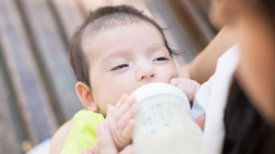 Direct Breastfeeding or Bottle Feeding?