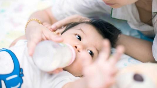 Katakan Bye Kolik dengan Botol Susu Anti Kolik