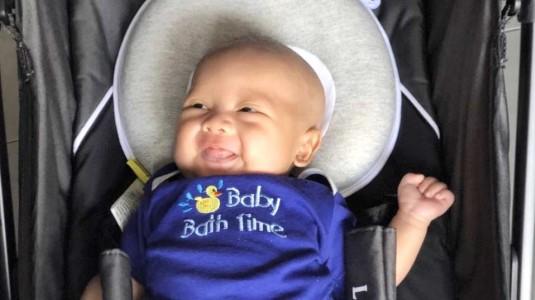 Pengalaman MamAdam Mencegah Kepala Peyang Bayi Pakai Bantal Khusus