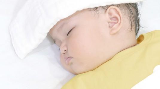 Mengatasi Demam pada si Kecil Setelah Imunisasi DPT