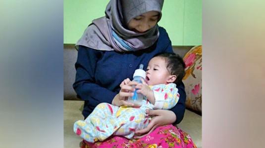 Botol Susu dan Tisu Basah Bayi Pilihan Mom Widya