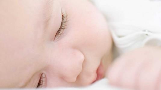 Menggunting Bulu Mata Bayi agar Lentik, Mitos atau Fakta?