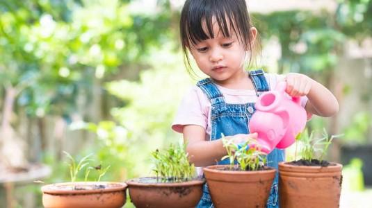 Cara Sederhana Mengajarkan Anak Menyayangi Bumi Sedari Dini