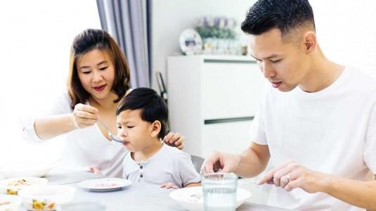 4 Hal yang Perlu Diperhatikan Saat Makan Bersama