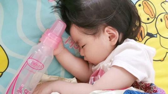 Tidur Lebih Nyenyak karena Bantuan Botol Susu Anti Kolik