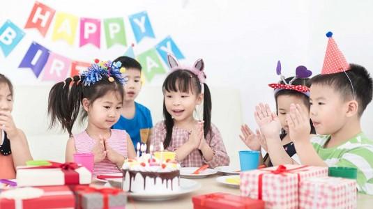 Didik Anak Tentang Indahnya Berbagi di Acara Ulang Tahun