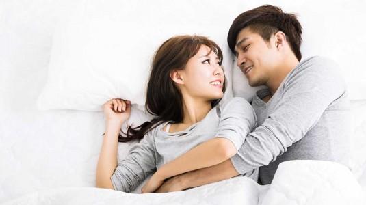 Kapan Boleh Kembali Berhubungan Intim Setelah Melahirkan Normal?