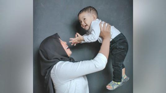 LDM dengan Suami, Bagaimana Cara Mommy Arkananta Bebas dari Baby Blues?