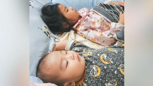 Memberi Perhatian pada Kakak yang Kecil saat Adik Bayi Lahir