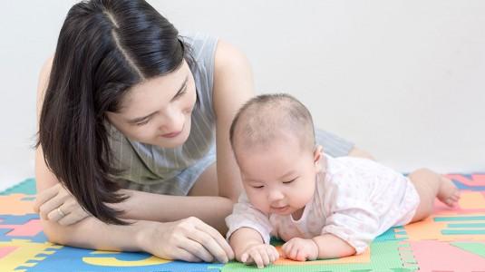 Sudah Bisa Apa Saja Ya Bayi Usia 3 Bulan?