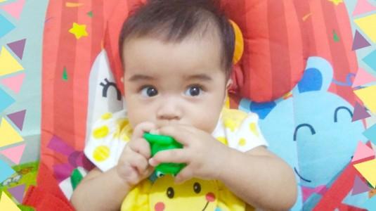Bayi Mulai Memasukan Sesuatu ke Mulut Tanda Sudah Siap Makan?