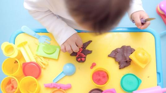 Melatih Anak Lebih Kreatif dengan Mainan Lilin / Plastisin