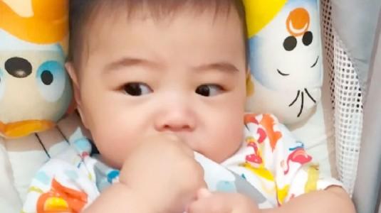 Bayi di Bawah 6 Bulan Belum BAB? Coba Lakukan Ini Moms