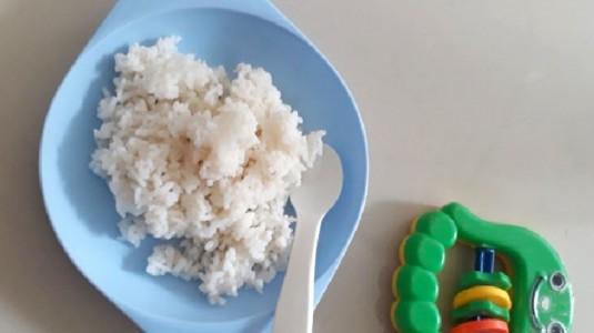 Dilema Menghadapi Anak yang Hanya Mau Makan Nasi Putih Saja