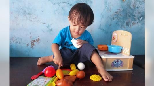 Aktif Bersama si Kecil, Palo suka Bermain Masak-Masakan