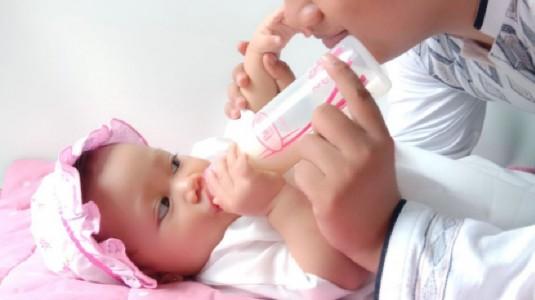 Berikan Gizi Terbaik ke Si Kecil dengan Botol Susu yang Tepat